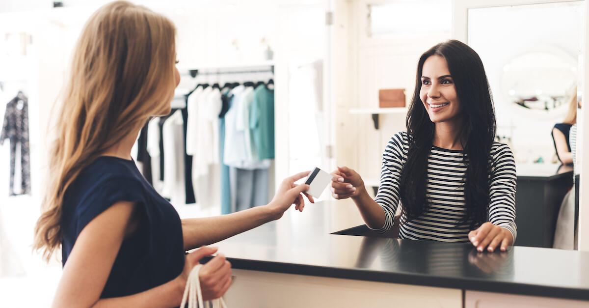 Einkaufen setzt das Glückshormon Dopamin frei. Und glückliche Kunden geben meist mehr Geld aus..